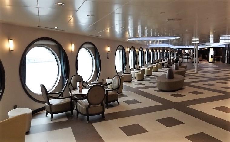 広さと開放感あふれる船2