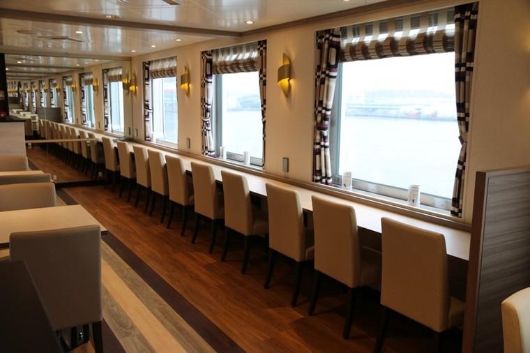 広々したレストラン、充実した和洋中のメニュー2