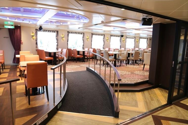 広々したレストラン、充実した和洋中のメニュー3