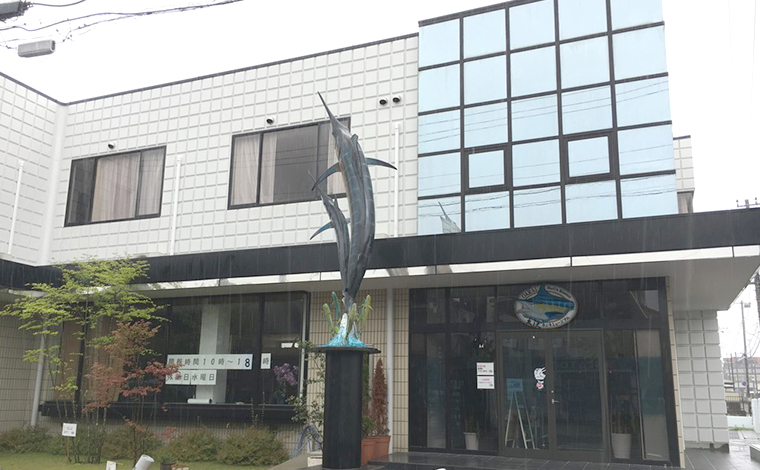 昭和レトロな雰囲気の漂う商店街と、漁港町の路地3