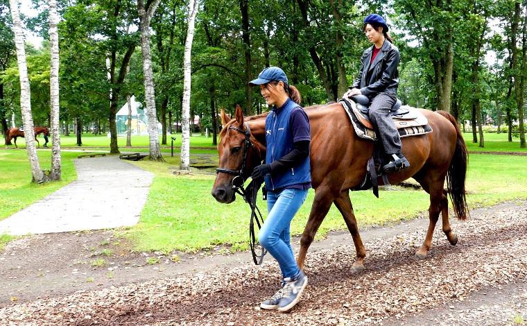 大自然の中で馬と遊ぼう!5