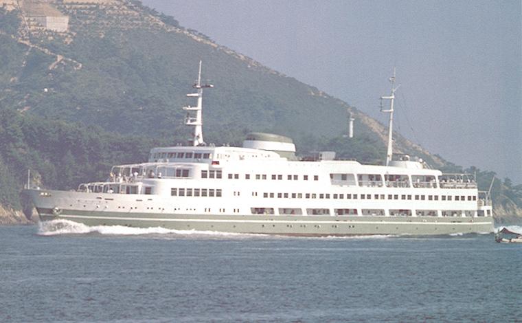 華やかな「新婚旅行船」1