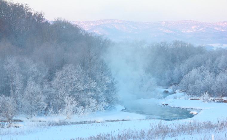 早朝の川霧と霧氷(美瑛町)1
