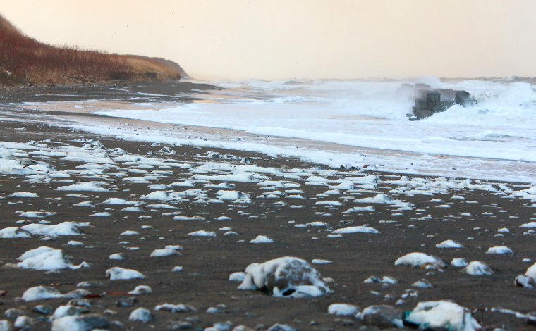 泡立つ海岸(石狩市)1