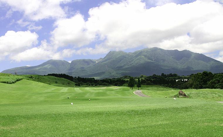 大パノラマの絶景も楽しい 「久住高原ゴルフ倶楽部」2