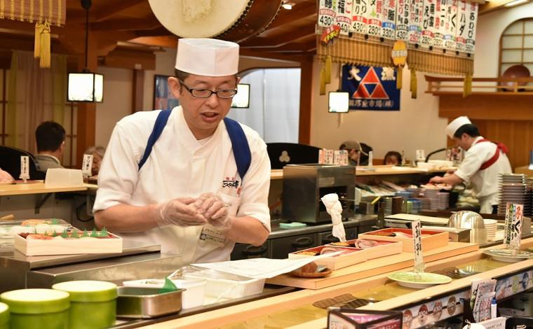 「回転寿司 なごやか亭」 こぼれいくらが有名な釧路生まれのお店2