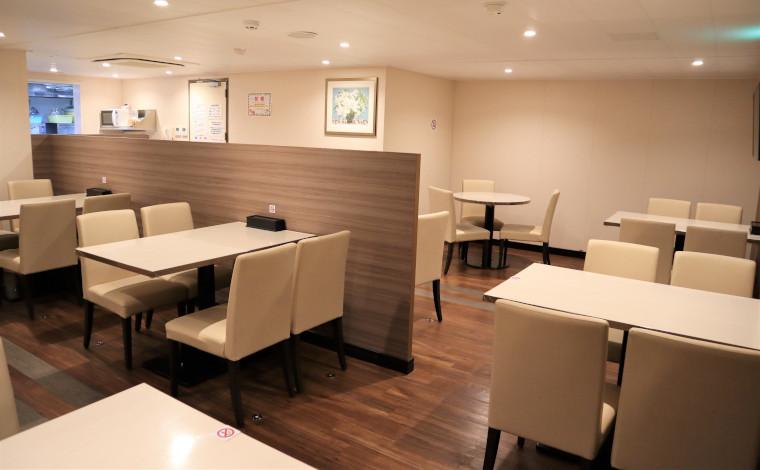 専用レストラン。一般の乗船客用のレストランとはメニューが異なります