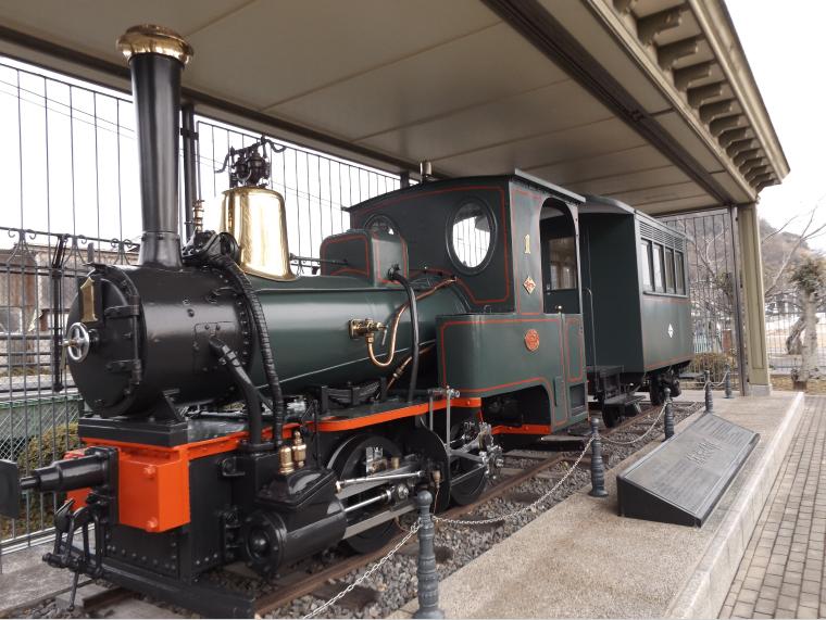 梅津寺公園に展示される伊予鉄道1号機関車