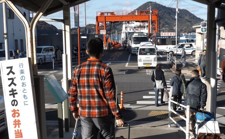高浜駅から高浜港へ