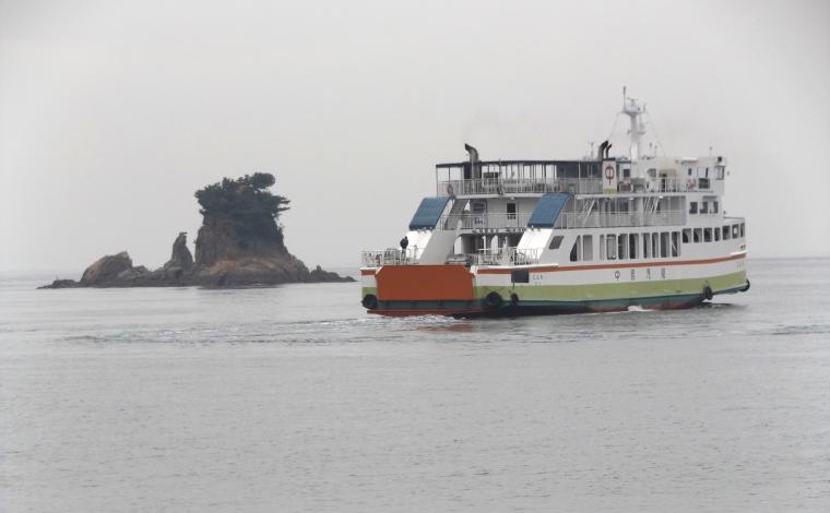 忽那諸島から高浜港に向かう中島汽船のフェリー