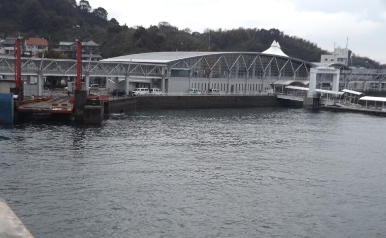 松山観光港ターミナル外観